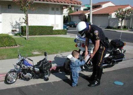 Mladý hriešnik na motorke